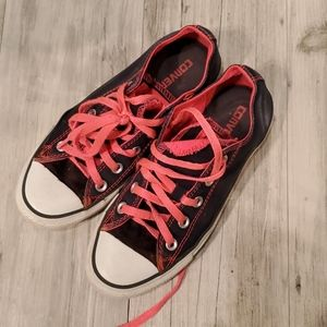 Converse hot pink and black low top Converse